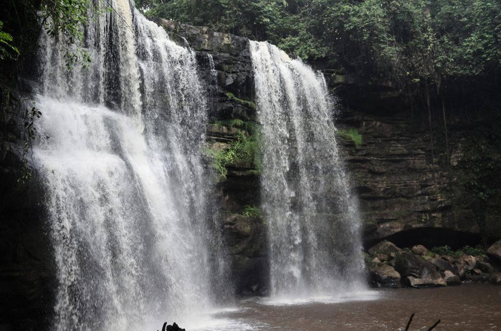 Cachoeira do Grim em Rurópolis encanta turistas no 'verão amazônico'