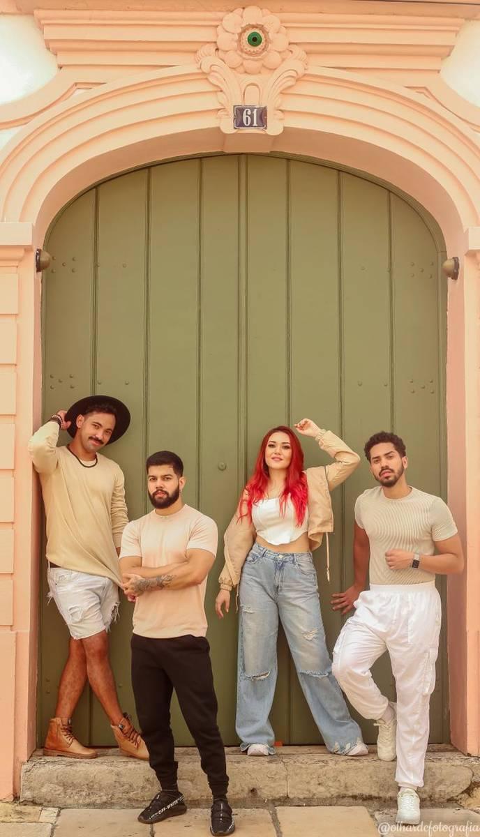 """Grupo musical """"Quadraphonic"""" conquista público com interpretação singular de ritmos marcantes"""