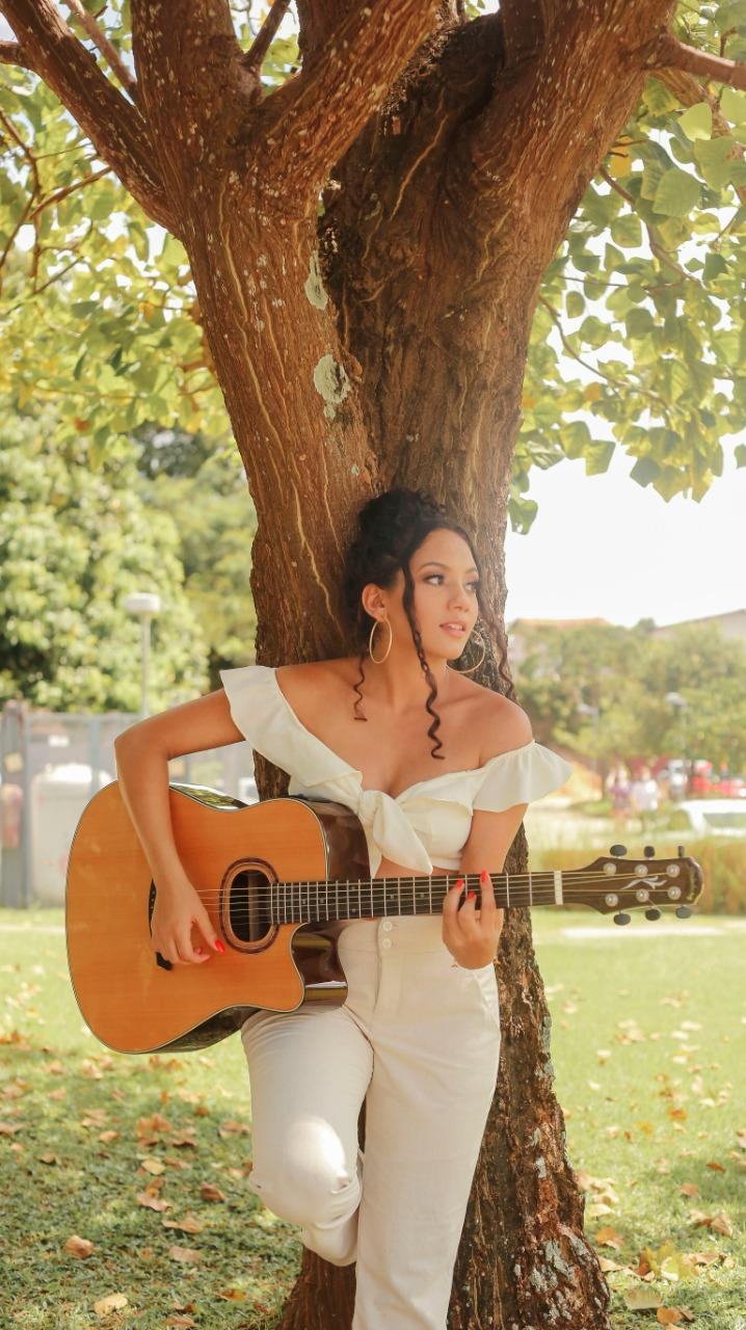 A cantora paraense Karol Picanço lança single 'Em algum lugar'