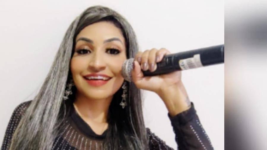 A cantora Sablina Bezzy faz ecoar ritmos empolgantes no cenário musical do Pará